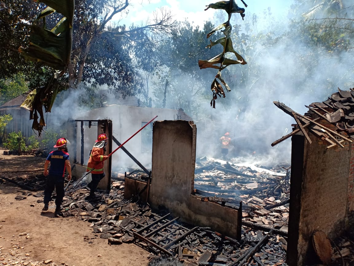 Gas Bocor Saat Memasak, Rumah Yatimah Runtuh Dilalap Api 69