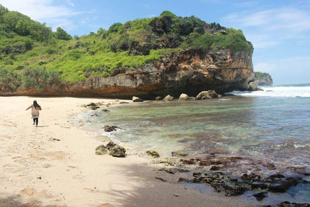 Pantai Ngrawah, Destinasi Wisatawan Asri di Saptosari 149