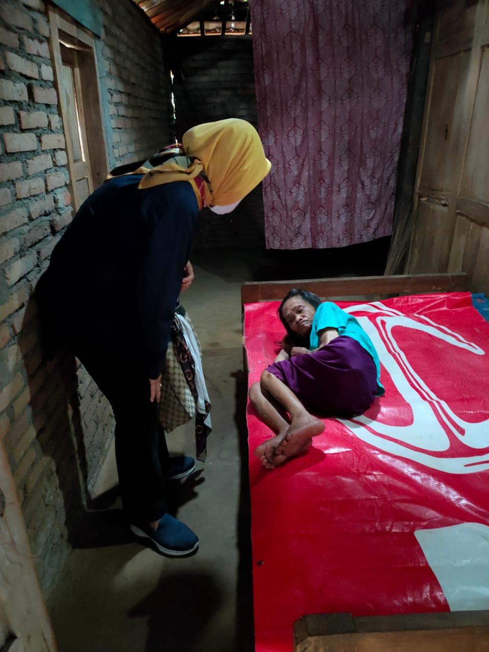 Jenguk Warga Sakit di Sela-Sela Kampanye, Martanty : Politik Sejatinya untuk Kemanusiaan 157