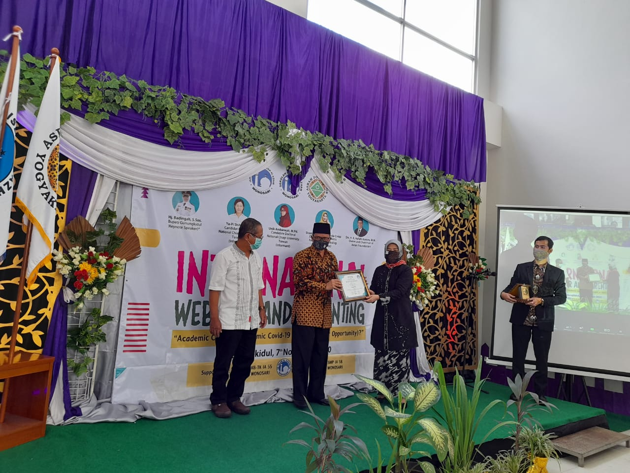 Sekolah Islam Al Azhar Wonosari Gelar International Webinar Parenting 157