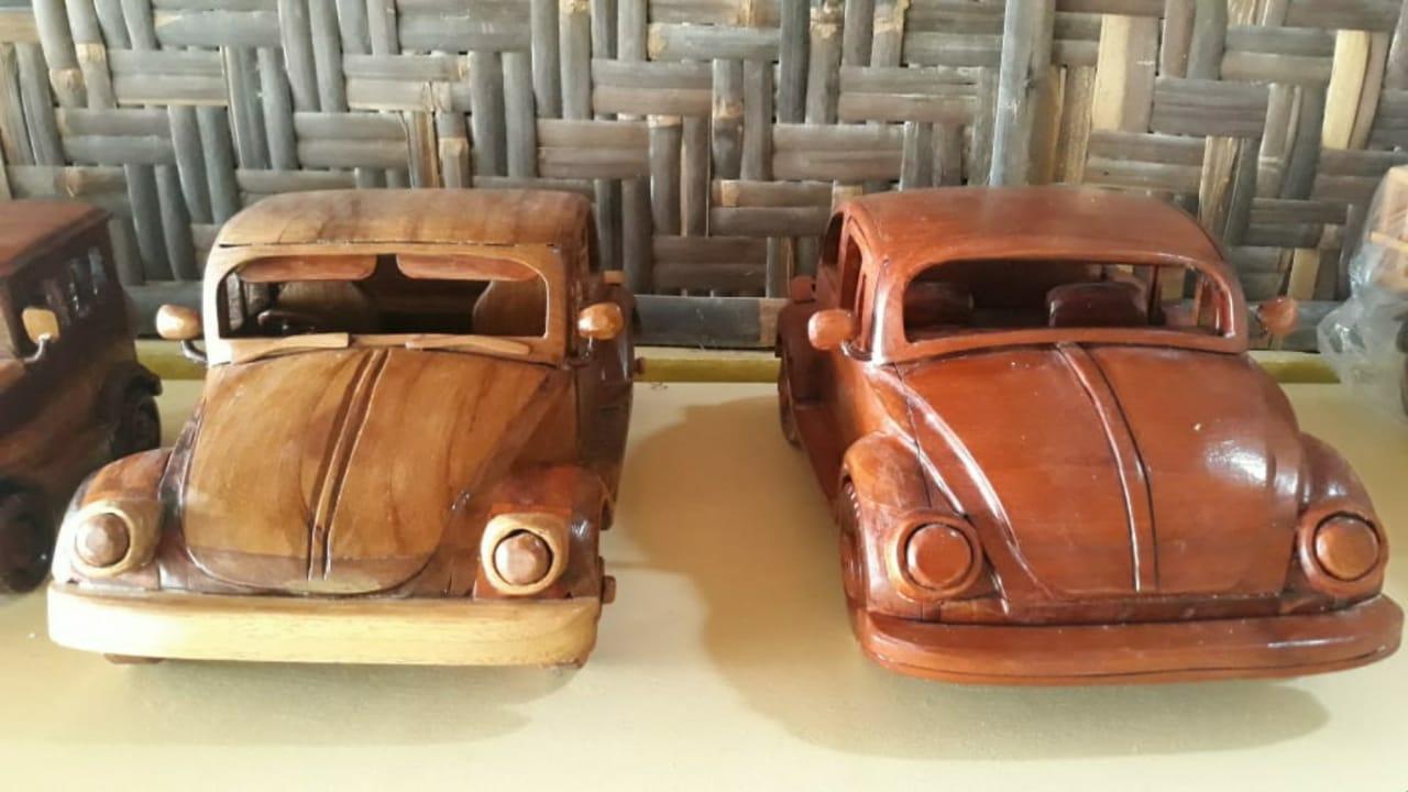 Kreatif, Purnawanto Sulap Limbah Kayu Jadi Miniatur Mobil 157