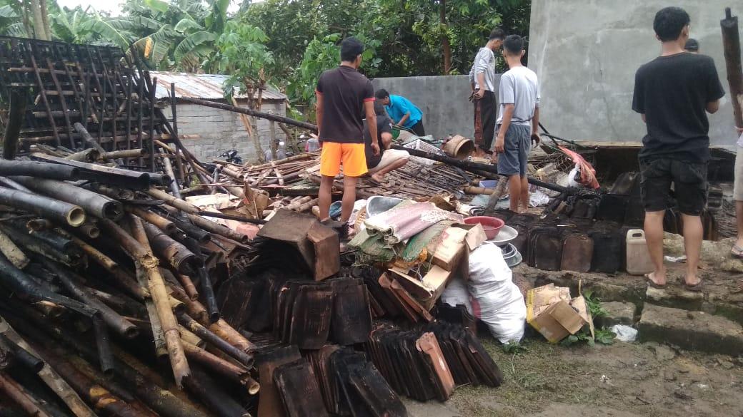 Tiga Bangunan di Kapanewon Ngawen Rusak Berat Akibat Angin Kencang 69
