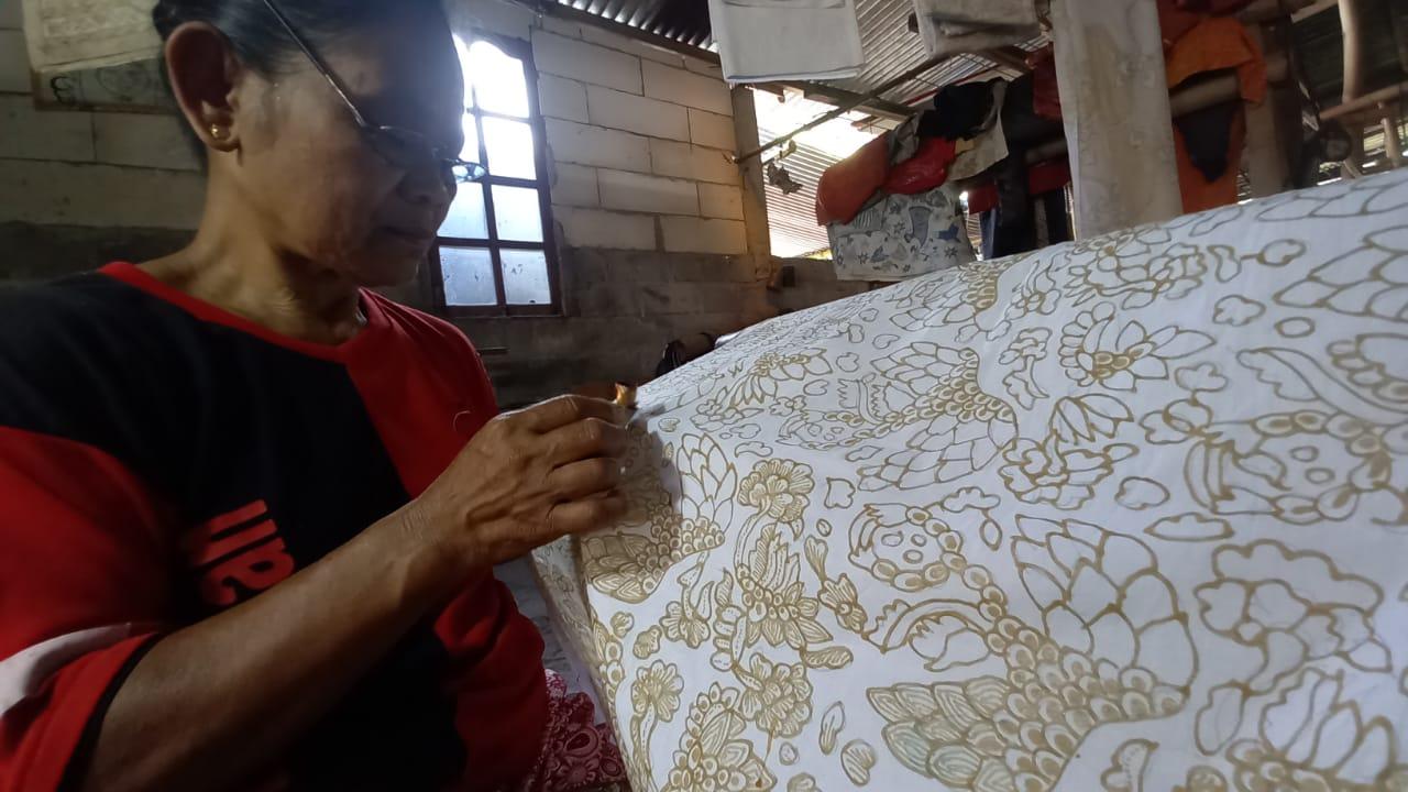Suka Duka Sriyanti, Menjadi Pengrajin Batik Tulis Sejak 1965 149