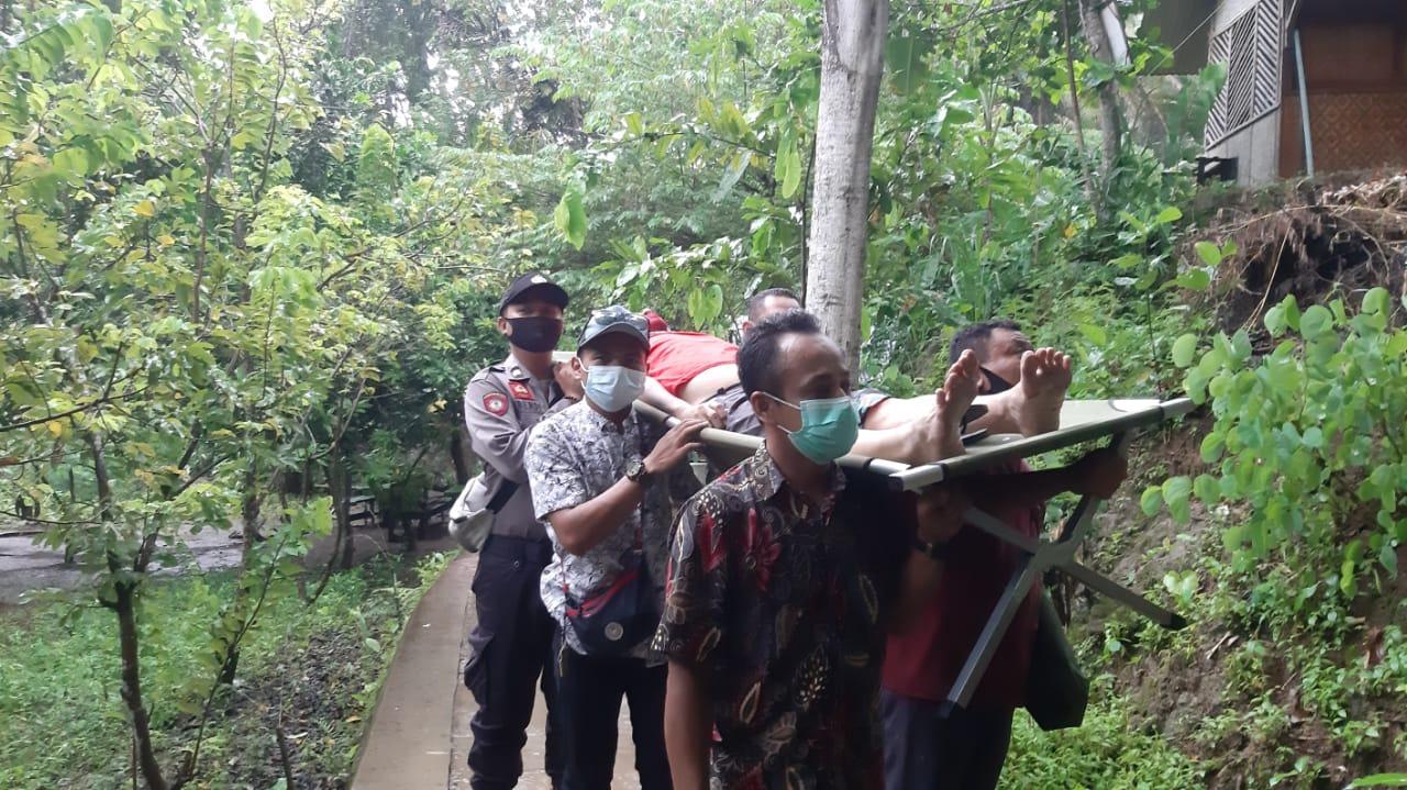 Terpleset di Kawasan Air Terjun Sri Gethuk, Seorang Wisatawan Dilarikan ke Rumah Sakit 157