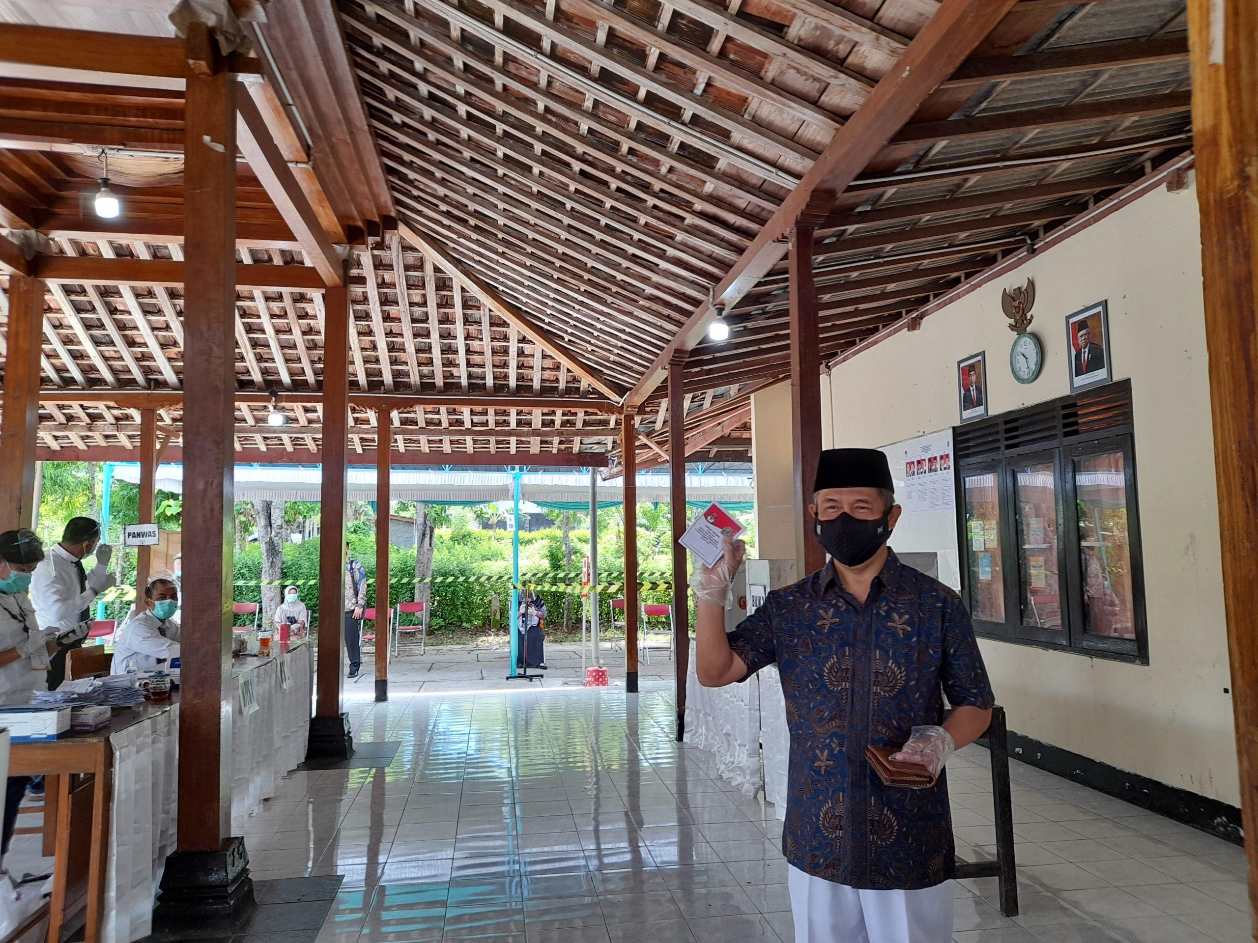 Nyoblos di TPS 04 Purbosari, Immawan Siap Menang 157