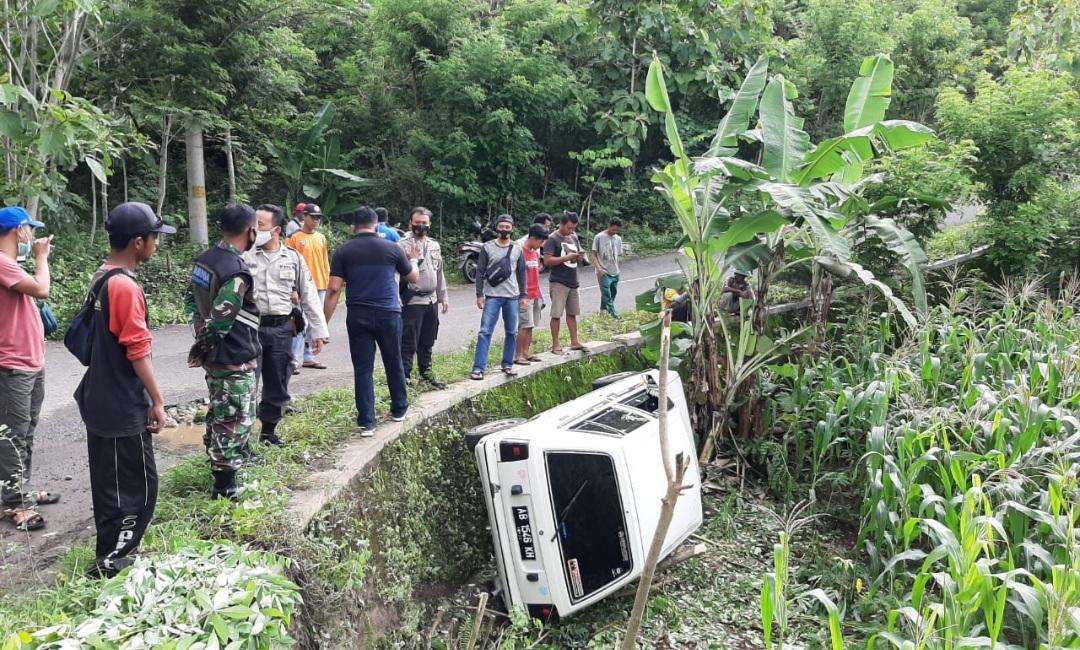 Tak Hafal Medan, Mobil Terperosok ke Ladang 145