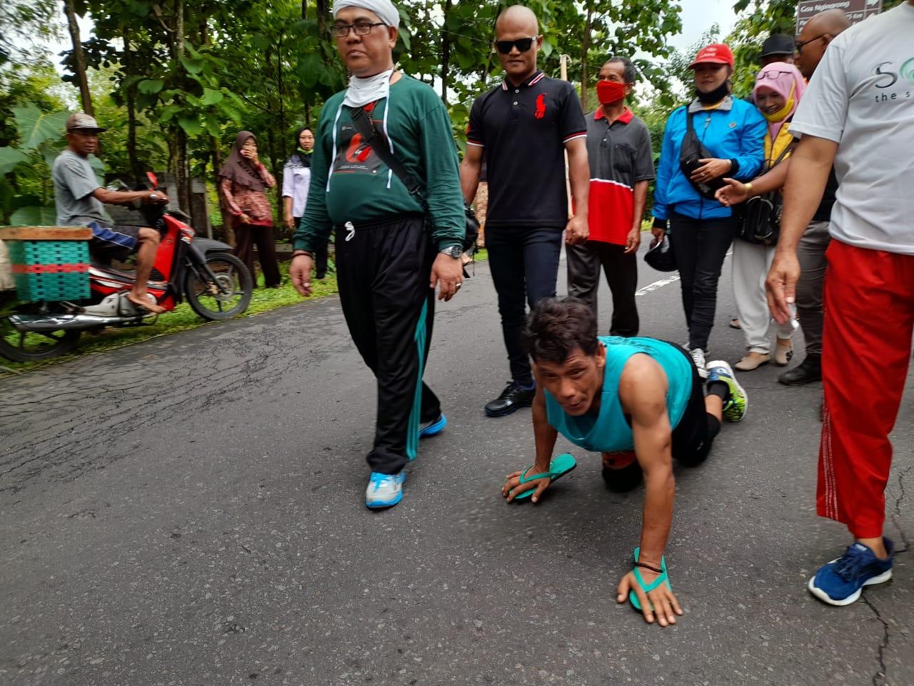Calon yang Didukung Unggul, Penjual Siomay Ini Berjalan Merangkak dari Mentel ke Kwarasan 157
