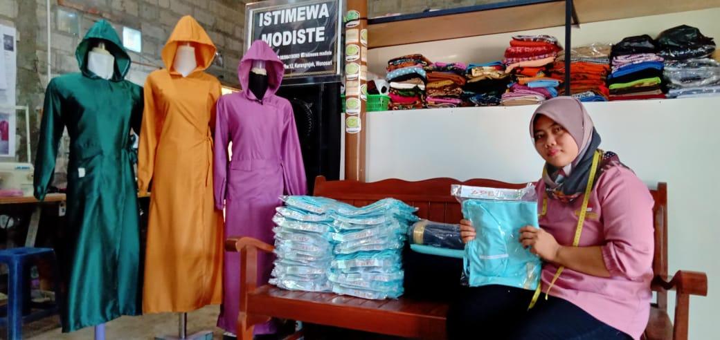 Kisah Sukses Isti, Sempat Pinjam Uang ke Tetangga untuk Jahit Pesanan Pelanggan Hingga Kebanjiran Orderan APD Senilai Belasan Juta 157