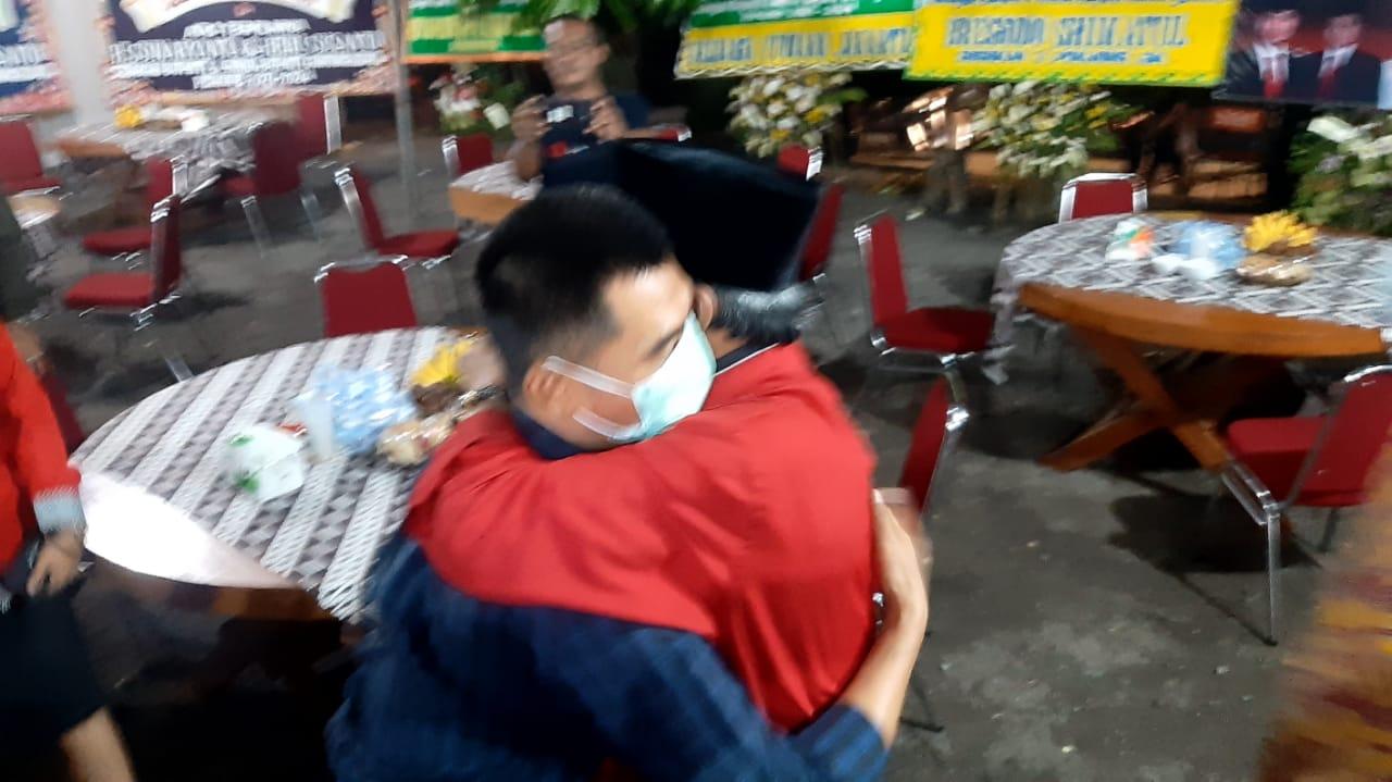 Ucapkan Selamat, Bambang Wisnu Handoyo Peluk Hangat Sunaryanta 153