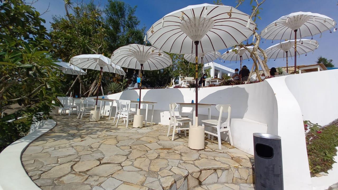 Mengunjungi South Shore, Pool and Bar Atas Bukit dengan View Pantai Bak Santorini di Gunungkidul 161