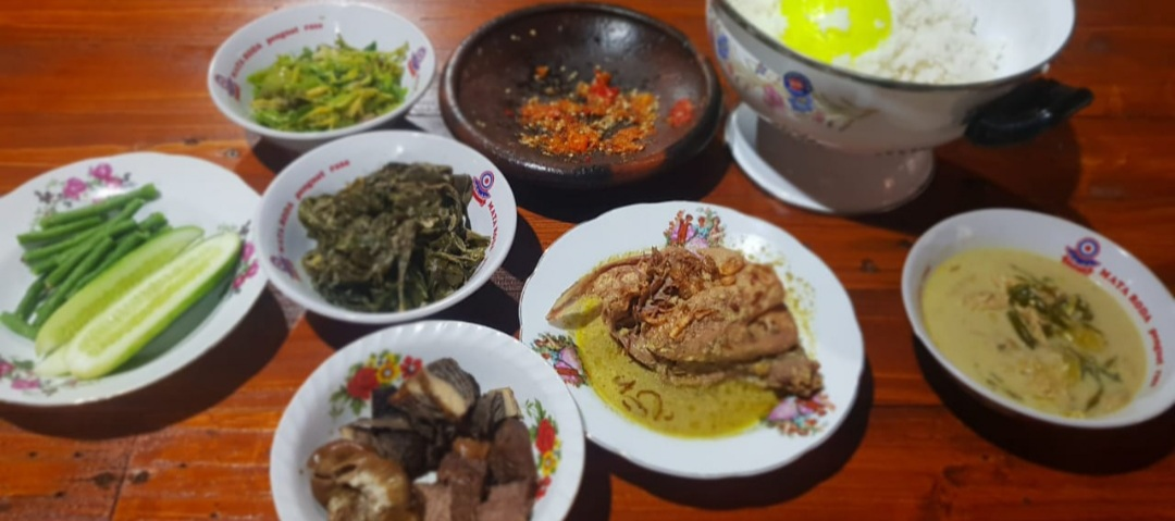 Mencicipi Sajian Opor Ayam Kampung Kulwer, Kuliner Tradisional Lezat di Tengah Kota Wonosari 161