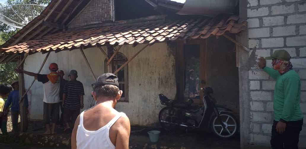 Ditinggal ke Ladang, Rumah dan Sepeda Motor Wagimin Hangus Terbakar 145