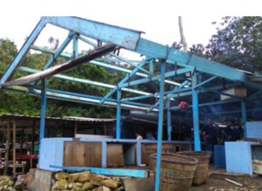 Disapu Angin Kencang, Sejumlah Ruko Pedagang Ikan di Pantai Baron Rusak 157