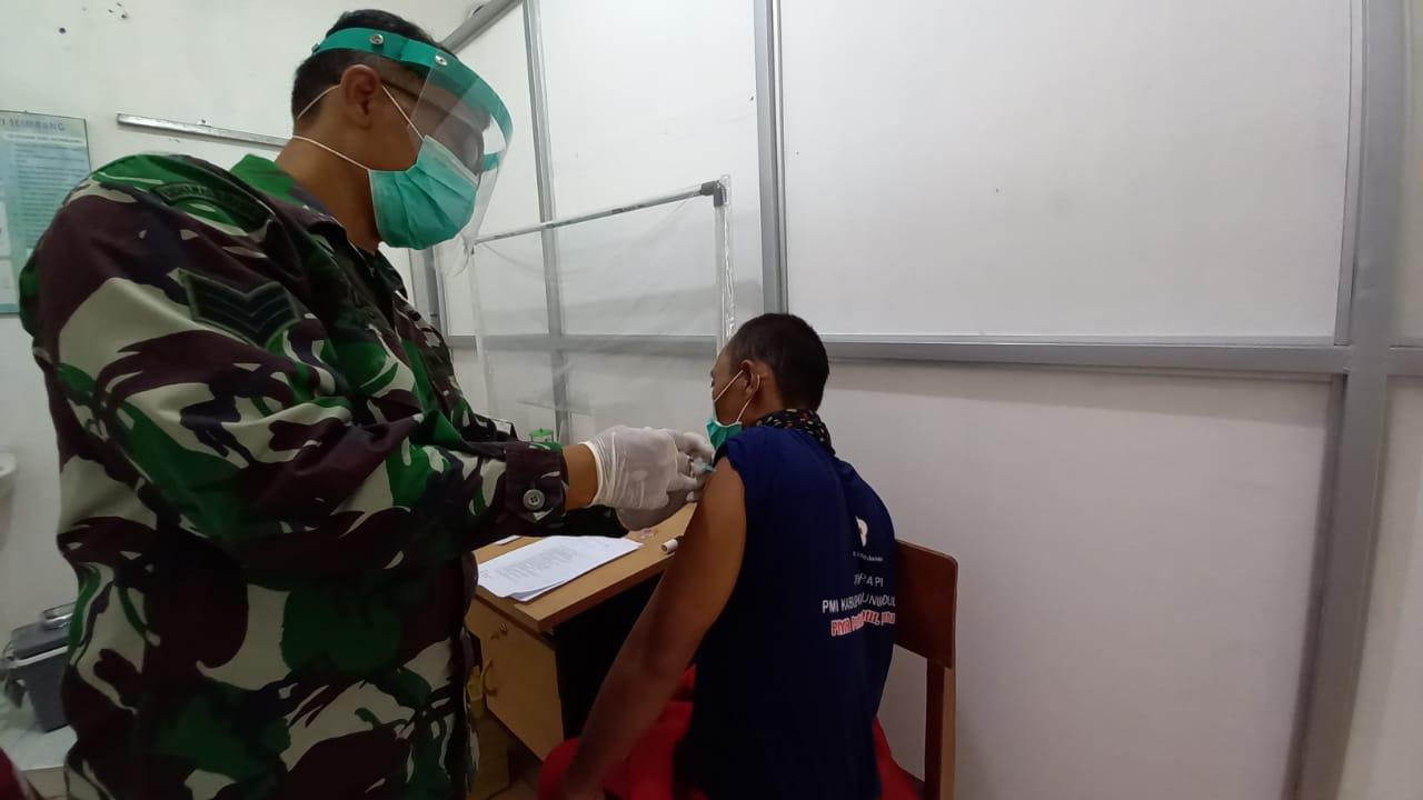 Puluhan Petugas Pemakaman Jenazah Covid-19 Disuntik Vaksin Sinovac 157