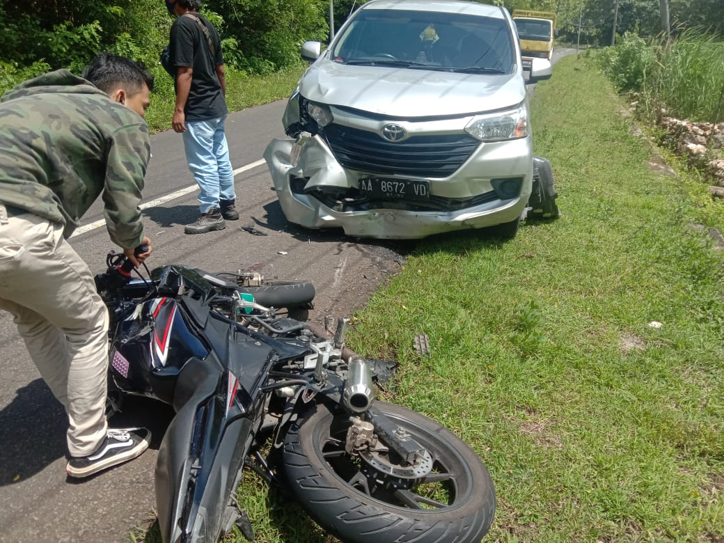 Ngebut di Trek Lurus Sodong, Dua Remaja Ini Terluka Usai Tabrak Mobil 157