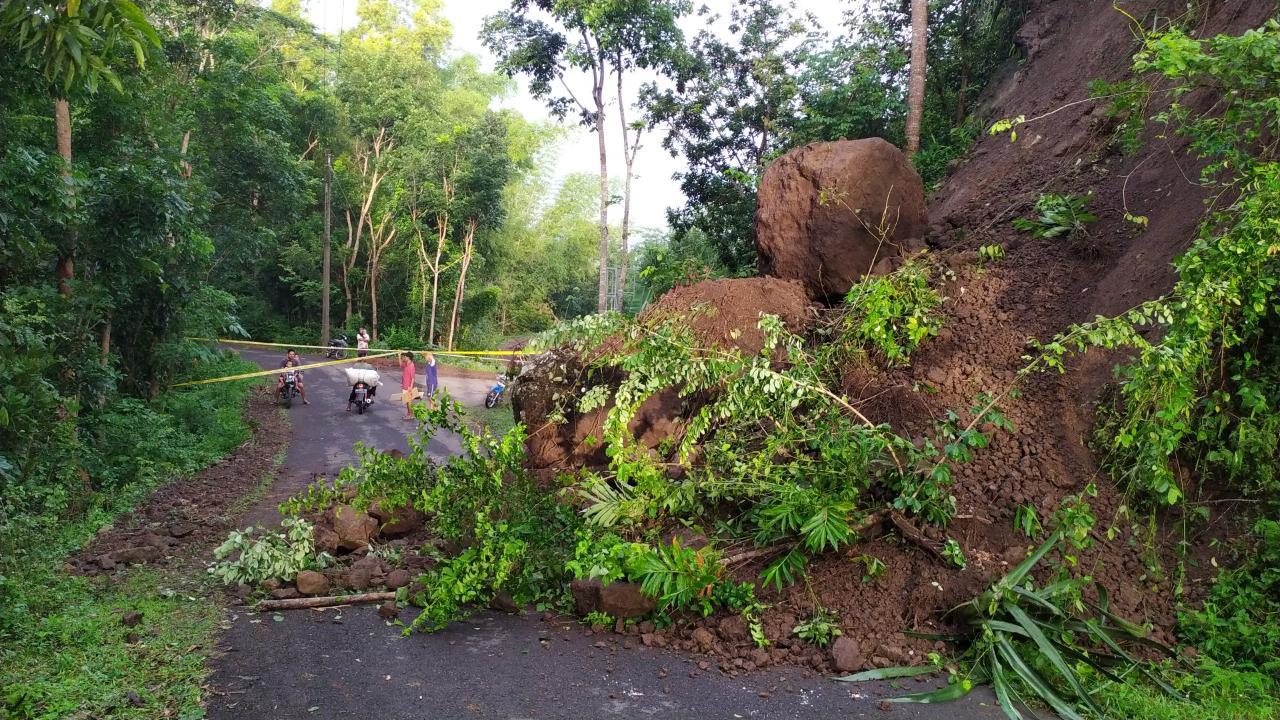 Tanah Longsor Tutup Akses Jalan Menuju Obyek Wisata Nglanggeran 145