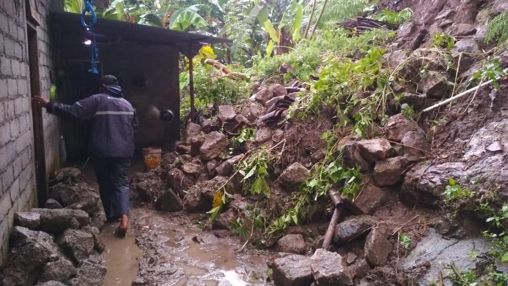 Hujan Deras, Rumah Rohmat Terancam Longsor Susulan 157